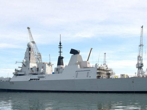 La flotta della Royal Navy da 6 miliardi di sterline non naviga