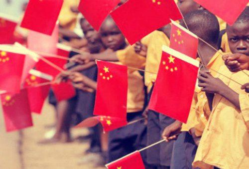 """La de-dollarizazione avanza: """"L'economia africana ha bisogno dello yuan cinese"""""""