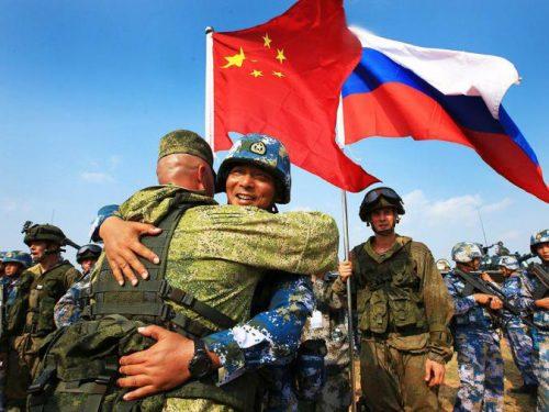 La Russia svolge le più grandi manovre di guerra nella storia