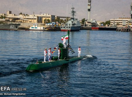 L'Iran vara un nuovo cacciatorpediniere invisibile