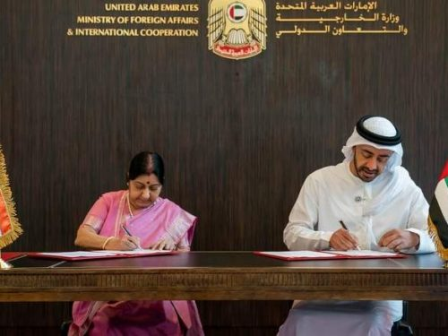 Dollaro via: India ed Emirati Arabi Uniti commerciano nelle loro valute