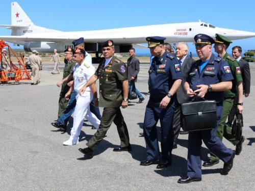 Volo solenne in Venezuela di bombardieri Tu-160 russi