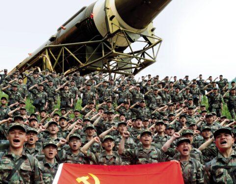 """Le forze missilistiche cinesi simulano il lancio di ICBM dalla """"Grande Muraglia Sotterranea"""""""