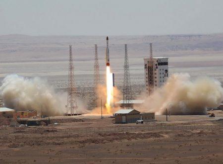 L'Iran lancia un satellite in orbita