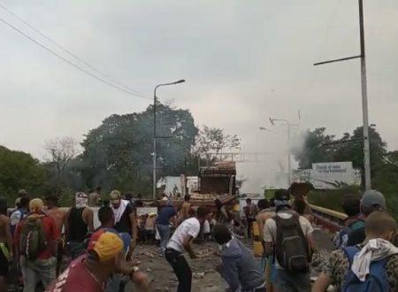 Inganno interventista sul ponte Colombia-Venezuela