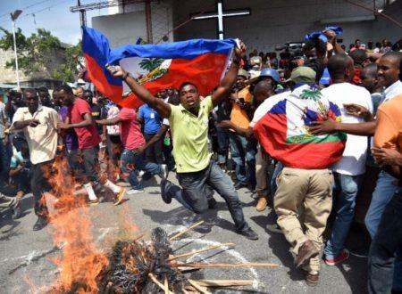 Gli USA strangolano Haiti mentre aggrediscono il Venezuela