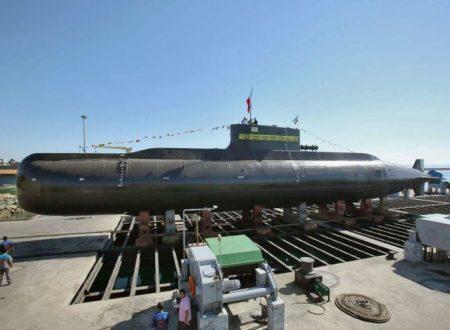 L'Iran svela il sottomarino lanciamissili Fateh