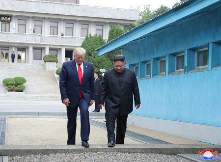 Il leader supremo Kim Jong Un incontro il presidente degli Stati Uniti Donald Trump a Panmunjom