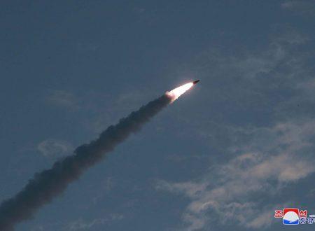Il Leader supremo Kim Jong Un guida il test della nuova arma tattica