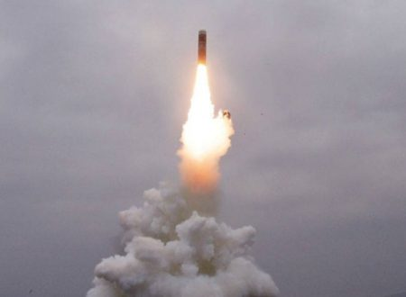 La Corea democratica testa il nuovo missile sottomarino Pukkuksong-3