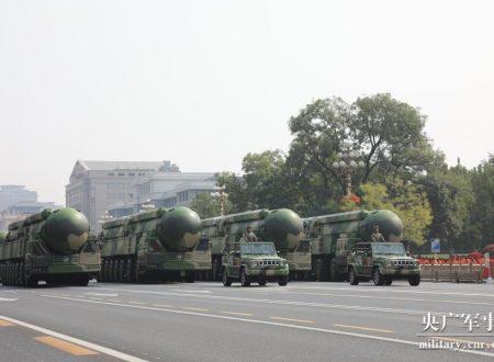 La Cina svela il missile balistico ipersonico DF-41, che può raggiungere Washington in 30 minuti
