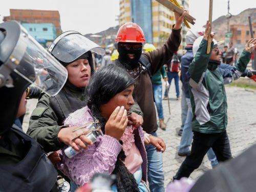 La frattura tra polizia e militari in Bolivia cresce
