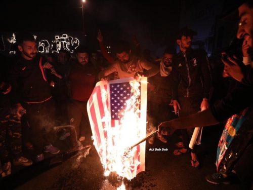 Che cosa sperano di ottenere gli USA rimanendo illegalmente in Iraq?