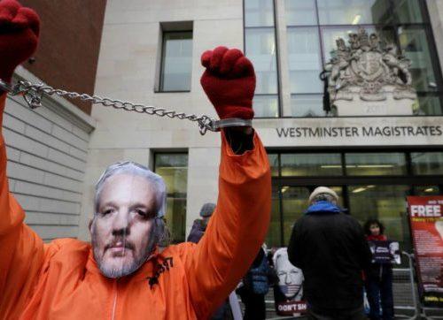 La polizia svedese ha fabbricato le accuse ad Assange