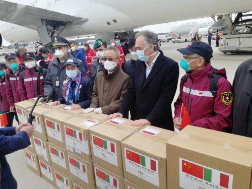 Gli USA spacciano gli aiuti cinesi e russi come stratagemma politico