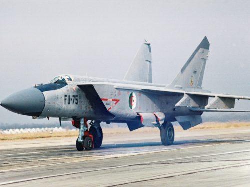 L'Algeria respinse un attacco aereo israeliano