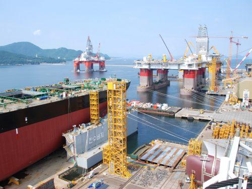 Una flotta di 117 petroliere porta greggio supereconomico in Cina