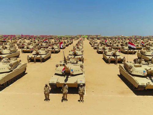 L'Egitto sigla un grande accordo per 500 carri armati russi