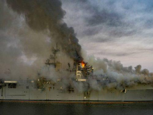 L'incendio della Bonhomme Richard colpisce i piani dell'US Navy
