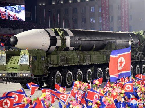 Sorpresa d'ottobre, o cosa si è visto alla parata militare di Pyongyang