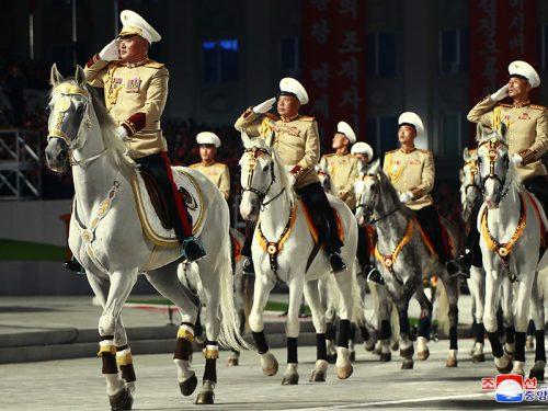 Momenti salienti della rivoluzionaria parata militare della Corea democratica