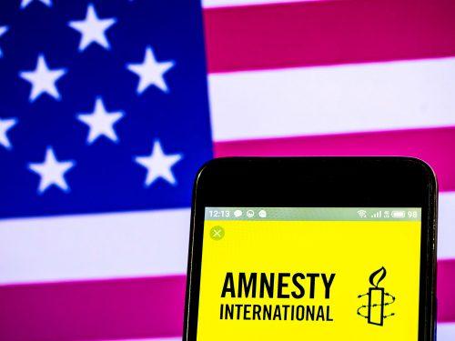 Perché Amnesty, Bellingcat e White Helmets sabotano Roger Waters?