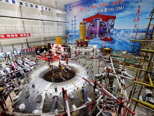 """La Cina accende il """"sole artificiale"""" nucleare"""