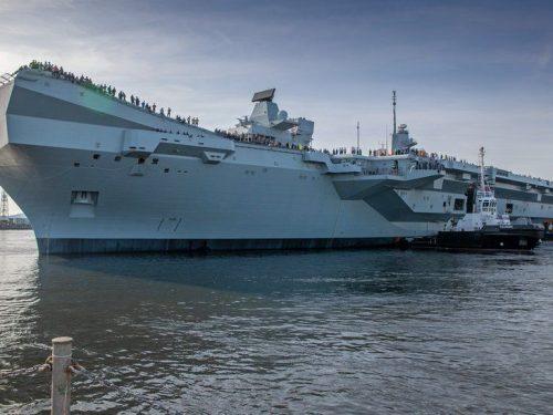 La portaerei britannica da 5 miliardi di dollari affonda