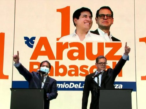 """Gli ecuadoriani rifiutano i """"neoliberisti"""" a favore del progressismo"""