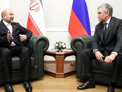 Il messaggio del leader iraniano annuncia legami strategici con la Russia