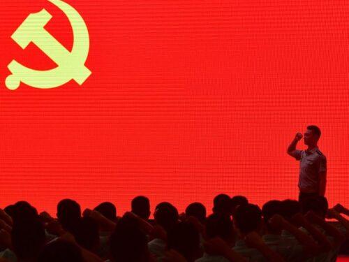 Mentre il mondo conta le perdite, la Cina vola verso il futuro