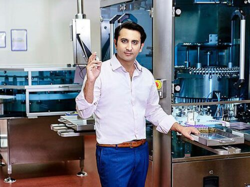 """Il """"principe dei vaccini"""": il miliardario indiano"""