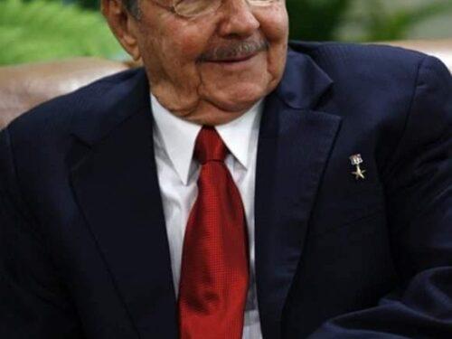 """Putin saluta il contributo """"inestimabile"""" di Raul Castro alle relazioni russo-cubane"""
