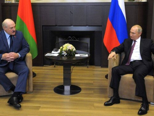 """""""Una volta dirottarono l'aereo del Presidente della Bolivia e niente, silenzio"""", Putin incontrando Lukashenko"""
