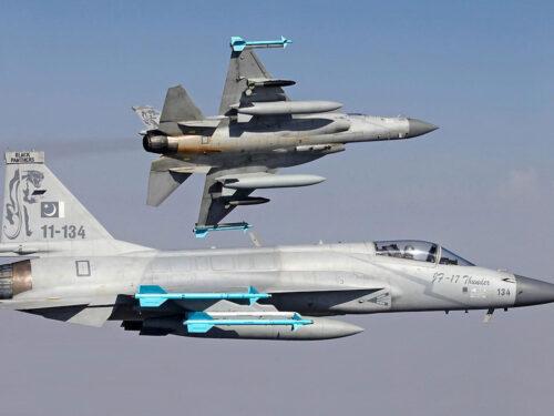 I cinesi in Argentina negoziano la vendita di 12 caccia JF-17