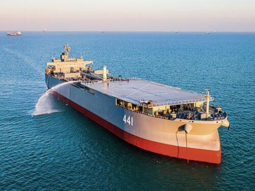 La base galleggiante iraniana IRINS Makran