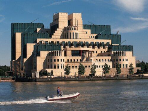 La famigerata scuola di spionaggio di Londra sforna i più noti giornalisti del mondo