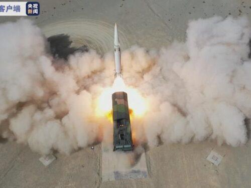 La Cina lancia missili balistici DF-15D per simulare un attacco a Taiwan