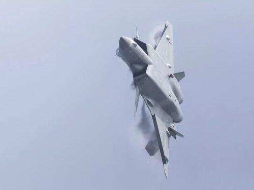 La Cina avrebbe oltre 150 caccia stealth J-20 in servizio
